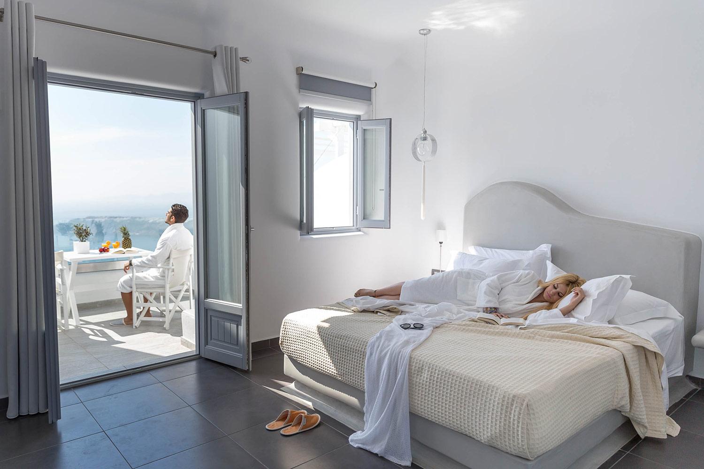 Unique suites santorini room official site of unigue for Novelty hotel