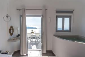 Unique Suites Santorini Jacuzzi